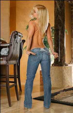 Big Booty in Jeans Pics